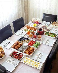 The perfect breakfast HealthyEating Breakfast Diet Gourmet Recipes Afflink Breakfast Table Setting, Breakfast Buffet, Breakfast Recipes, Breakfast Set, Breakfast Ideas, Breakfast Presentation, Food Presentation, Turkish Breakfast, Party Food Platters