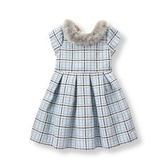 Precious for parties, our pleated jacquard dress is decorated with pretty plaid. Faux-fur collar and flouncy tulle underlayer complete the look.