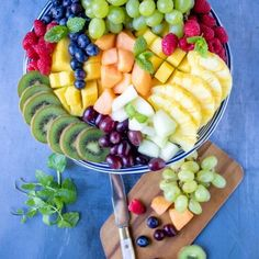 to make the ultimate fruit platter. Tips, tricks and serving suggestions to make your fruit tray extra special.How to make the ultimate fruit platter. Tips, tricks and serving suggestions to make your fruit tray extra special. Healthy Appetizers, Appetizer Recipes, Healthy Snacks, Fruit Snacks, Kids Fruit, Fruit Dips, Vegetarian Recipes, Healthy Recipes, Vegetarian Buffet