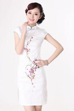 #idreammart  #chinesedress  #cheongsam  #qipao  #summerdress  #freeshipping White Jacquard Cotton Peony Embroidery Short Sleeve Festival Mini Qipao - iDreamMart.com