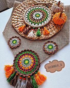 Crochet Mat, Crochet Pillow Pattern, Crochet Fabric, Crochet Crafts, Crochet Flowers, Crochet Projects, Sewing Projects, Crochet Patterns, Paint Chip Art