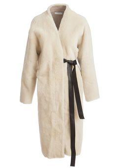 Меховое пальто на запах