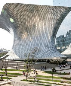 The building here is part of Museo Soumaya, designed by Mexican architect Fernando Romero. One of the most famous art museums is here in the massive silver structure known as the Plaza Corso. Since being built in 2011 it has become the most visited art museum in Mexico.