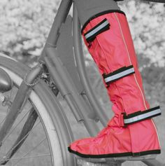Waterproof overshoes with reflective straps and rubber toe ... great idea for #cycling