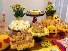 Festa EMOJI Emoji Theme Party, Party Themes, Birthday Smiley, Happy Birthday, Birthday Freebies, American Party, Birthday Games, Emoticon, Betty Boop