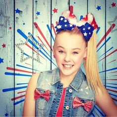 """172.9k Likes, 1,425 Comments - JoJo Siwa (@itsjojosiwa) on Instagram: """"Hey !!!!!! It's Flag Day which means it's the perfect day to wear Red White & Blue bows! I love…"""""""