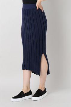 GOOD GRIEF ニットプリーツスカート GOOD GRIEF ニットプリーツスカート 25920 柔らかいニットスカートはサイドスリットが入って動きやすくストレスフリーなアイテム 秋はライダースやニットを合わせて 膝下の絶妙なバランスが今の気分のロングスカートです 取り扱いについては商品についている洗濯表示にてご確認下さい 店頭及び屋外での撮影画像は光の当たり具合で色味が違って見える場合があります 商品の色味はスタジオ撮影の画像をご参照下さい モデルサイズ:身長:165cm バスト:73cm ウェスト:58cm ヒップ:85cm 着用サイズ:フリー