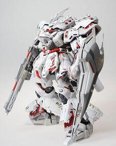 MG 1/100 MSN-04 Sazabi modelled by BM Decos.  Look at this holy white machine here!! #Gundam #Gunpla #MG #Sazabi #MachToys