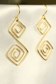 Pendientes, Alambre hecho a mano and Amor on Pinterest