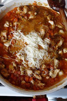 Penne la cuptor cu piept de pui și mozzarella - The secret ingredient is one heaping teaspoon of love Penne, Mozzarella, Chili, Soup, Chile, Soups, Chilis, Pens