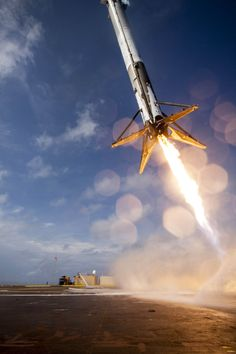 Amazing Photo Shows SpaceX Falcon 9 Rocket Just Before Crash