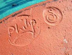 Philip Leach, Springfield Pottery, Bideford, Devon - S mark