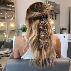 Do you wanna learn how to styling your own hair? Well, just visit our web site t… Do you wanna learn how to styling your own hair? Well, just visit our web site to seeing more amazing video tutorials! Dance Hairstyles, Homecoming Hairstyles, Unique Hairstyles, Party Hairstyles, Hairstyles Haircuts, Southern Hairstyles, Prom Hairstyles For Medium Hair, Casual Braided Hairstyles, Cute Hairstyles For Teens