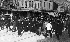 Kadın Hakları için yapılan yürüyüş, İstanbul, 1922 / March for Women's Rights, Istanbul, 1922...