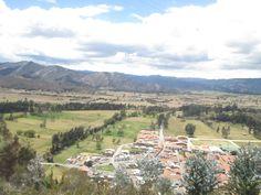 La Laguna de Cucunuba, es un sitio con opción de ascender al cerro de los Buitres y apreciar desde allí la laguna y el valle de Ubate