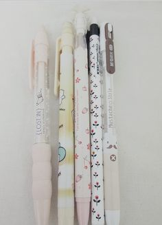 Adorable pencils that's great for note-taking, writing, drawing and doodling. These pencils will add a pinch of cute-ness to your everyday life. ^^ The price indicated is the price PER PENCIL!