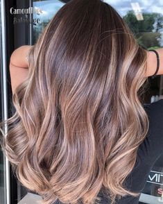 Balayage is the most popular way of dyeing hair in recent years. If you want to try balayage hair, please take a look at our collection of balayage hair color ideas which can bring you new inspiration, try it boldly! Black Hair Ombre, Dark Blonde Hair Color, Brunette Color, Ombre Hair Color, Hair Color Balayage, Henna Hair, Ash Blonde, Blue Ombre, Hair Colors