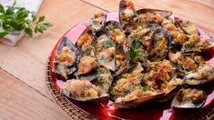En el capítulo 43 del programa de televisión Cocina de familia T2, la cocinera Elena Aymerich prepara una receta de Mejillones gratinados estilo tigre....