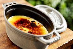 Receita do crème brûlée, uma das sobremesas mais pedidas no restaurante La Cocotte (Foto: Tadeu Brunelli/Divulgação)