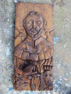 e610fc9415 Escultura de São Francisco entalhada em madeira. Tamanho aproximado  60 cm  de altura e 26 de largura. R  320