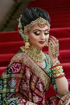 Traditional Indian Bridal Makeup Looks That You Must Know as A Bride! Indian Bridal Outfits, Indian Bridal Hairstyles, Indian Bridal Makeup, Indian Bridal Fashion, Bridal Dresses, Red Hairstyles, Wedding Bridal Makeup, Bridal Hairstyle Indian Wedding, Indian Bridal Lehenga