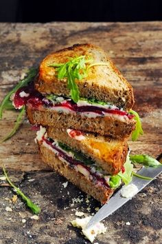 Beet, Roquefort, and Arugla Grilled Cheese - the best grilled cheese sandwiches Delicious Sandwiches, Wrap Sandwiches, Dorian Cuisine, King Food, Tapas, Grilled Sandwich, Sandwich Recipes, Grilled Cheese Recipes, Food Humor