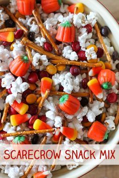 This Scarecrow Snack Mix is a fun sweet and salty snack mix that's perfect for parties or holidays. Popcorn, pretzels, M&M's, candy corn and Mellocreme Pumpkins all mixed together in a big bowl. Halloween Desserts, Halloween Popcorn, Halloween Food For Party, Halloween Treats, Halloween Season, Halloween Trail Mix Recipe, Halloween Potluck Ideas, Halloween Candy Bowl, Ideas Para Fiestas