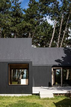 Cottage designed by RUBOW architects Wood Architecture, Minimalist Architecture, Glass House Design, Modern Barn House, Cabin In The Woods, House Goals, Black House, Exterior Design, Future House