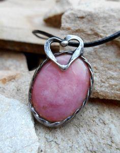 Pendentif pierre d'Opale rose fait avec la par LennyHandmade