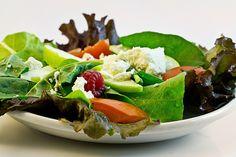 Salades zijn gezond, gevarieerd en koolhydraatarm. Maak daarom je eigen salade en kies er een die jij lekker vindt!   5 recepten