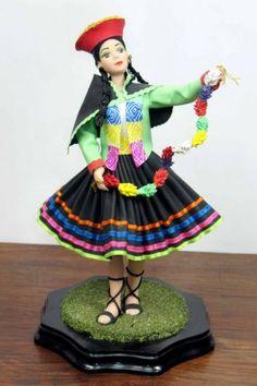 Comprar MUÑECAS DE CERAMICA CON TRAJES TIPICOS PERUANOS - Escultura de giovanna larriva por 64,00 EUR (2015/02/13) en Artelista.com, con gastos de envío y devolución gratuitos a todo el mundo