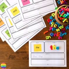 Teaching Sight Words - practical ways to teach high frequency words plus printable sight word mats to use Kindergarten Literacy, Literacy Activities, Literacy Centers, Learning Phonics, Sight Words Printables, Sounding Out Words, Phonics Programs, Red Words, Teaching Sight Words