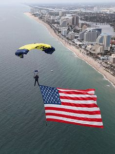 A SEAL on the U. Navy parachute demonstration team, the Leap Frogs, flys an American flag during a rehearsal for the Lauderdale Air Show. – Haircut Trends For Men and Womens – TrendPin I Love America, God Bless America, American Pride, American Flag, American Spirit, American History, A Lovely Journey, Independance Day, Go Navy