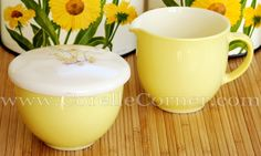 Pyrex Family Flair cream & sugar set, Yellow Petal