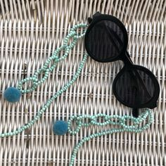 Jewelry Knots, Scarf Jewelry, Diy Jewelry, Color Menta, Eyeglass Holder, Turquoise Beads, Beadwork, Eyeglasses, Round Sunglasses