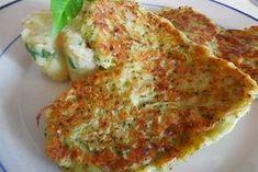 Brokolicové placky |  1 ks brokolice 1 ks vejce 6 lžic hladká mouka 1 ks bílý jogurt  sůl vegeta Brokolici uvaříme. Vychladlou brokolici rozmačkáme vidličkou a přidáme mouku, bílý jogurt a vajíčko. Dochutíme solí a vegetou. Na oleji smažíme malé placičky, které nabíráme lžící. Jako příloha se výborně hodí bramborová kaše a tatarská omáčka.