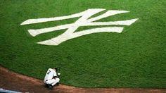 Derek Jeter - New York Yankees Yankees Baby, Damn Yankees, New York Yankees Baseball, Yankees Logo, Cardinals Baseball, Mlb, Better Baseball, Yankee Stadium, World Of Sports