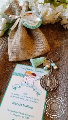 Baptism or First Communion favors: favor card with burlap sack & key-ring pao de mel First Communion Decorations, First Communion Favors, Burlap Party, Burlap Sacks, Diy Crafts To Do, Holy Mary, Party In A Box, Pearl Color, Card Sizes