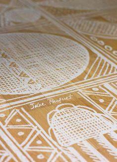 Idee & Parquet, Linea Tappeti: Tappeto AFRICA BIANCO Tappeto formato da tessere in legno stampato di rovere con motivo etnico. Le tessere sono fissate su adeguato supporto in tessuto che rende il tappeto arrotolabile. - Rug made of wood segments with ethnic pattern. The segments are fixed on a fabric support, which makes it possible to roll up the rug. #ideeparquet #tappeti #parquet #rug