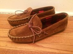 These are vintage Dexter suede moccasin house slippers, with inner padded plaid lining. Size: Marked Mens 9. Condition: Very good. Back to our shop: http://www.etsy.com/shop/flickaochpojke