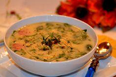 Caldo Verde -- feito com batatas, linguiça e couve... Uma delícia portuguesa!