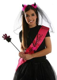 Braut feiert JGA mit Teufel-Motto und Spielen