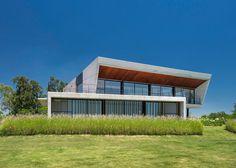 Estudio Ramos completes concrete sailing clubhouse on Argentina's Paraná River.