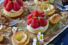 A light seasonal strawberry puff pastry recipe that can be eaten at breakfast or as a dessert. Tasty and easy to make. Recipe type:Dessert Cuisine:Turkish Prep mins Cook mins Total mins The ingredients u need are: Healthy Fruit Desserts, Healthy Fruits, Healthy Snacks, Food Cakes, Ultimate Vanilla Cake Recipe, Cake Recipes, Dessert Recipes, Frozen Puff Pastry, Flaky Pastry