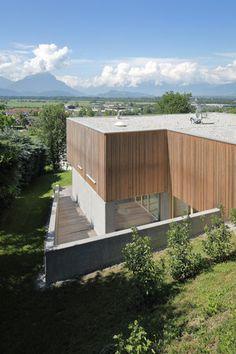 Haus DB Klaus — ARCHITEKTUR Jürgen Hagspiel Concrete Wood, House On A Hill, Outdoor Furniture, Outdoor Decor, Cabana, Villa, Exterior, House Design, Modern
