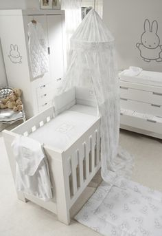 Nijntje #muursticker. Schattig voor in de #babykamer | Nijntje wall sticker. Cute for the #nursery!