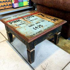 Mesa em madeira pintada a mão. Exclusividade rvalentim Fazemos sob medida.