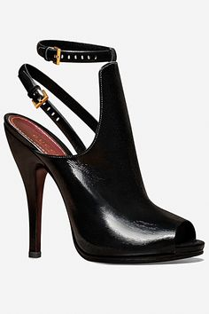 i would love these so much better if it either had the ankle strap or the sling back; but not both... what do you think?Gucci Fall 2012 - nice.