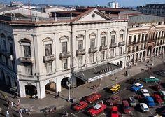 El Cine Payret fué construido en 1878 frente al Capitolio y es el mas grande y lujoso de Centro Habana. Sobre todo se exhiben películas americanas.
