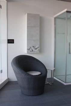 Pensile per bagno modello CONCHIGLIE (dim 40x120 - 3 ante). Sia per le sue dimensioni che per le scelte decorative, trova una collocazione spontanea nell'area bagno. http://www.gliscartati.it/prodotti.htm